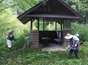 峠の休憩所(下に簡易トイレあります)